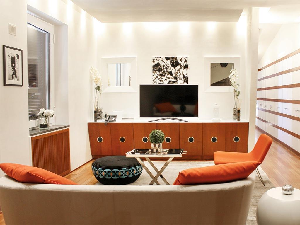 Lhp suites napoli appartamenti vacanze napoli for Appartamenti arredati napoli