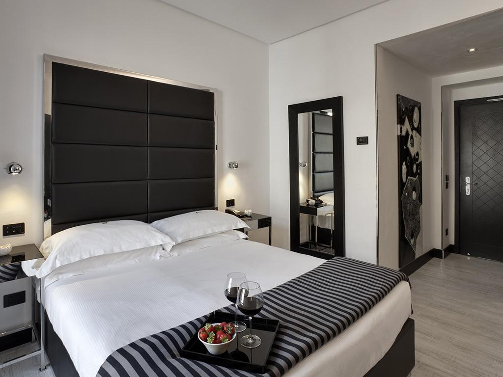 Hotel napoleon milano double classic room with a view for Hotel napoleon milano