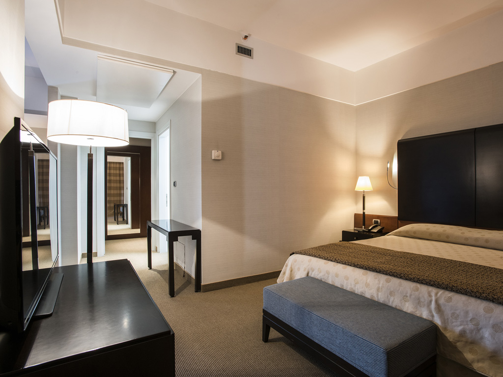 Suite hotel 4 stelle flyon hotel bologna for Hotel quattro stelle bologna
