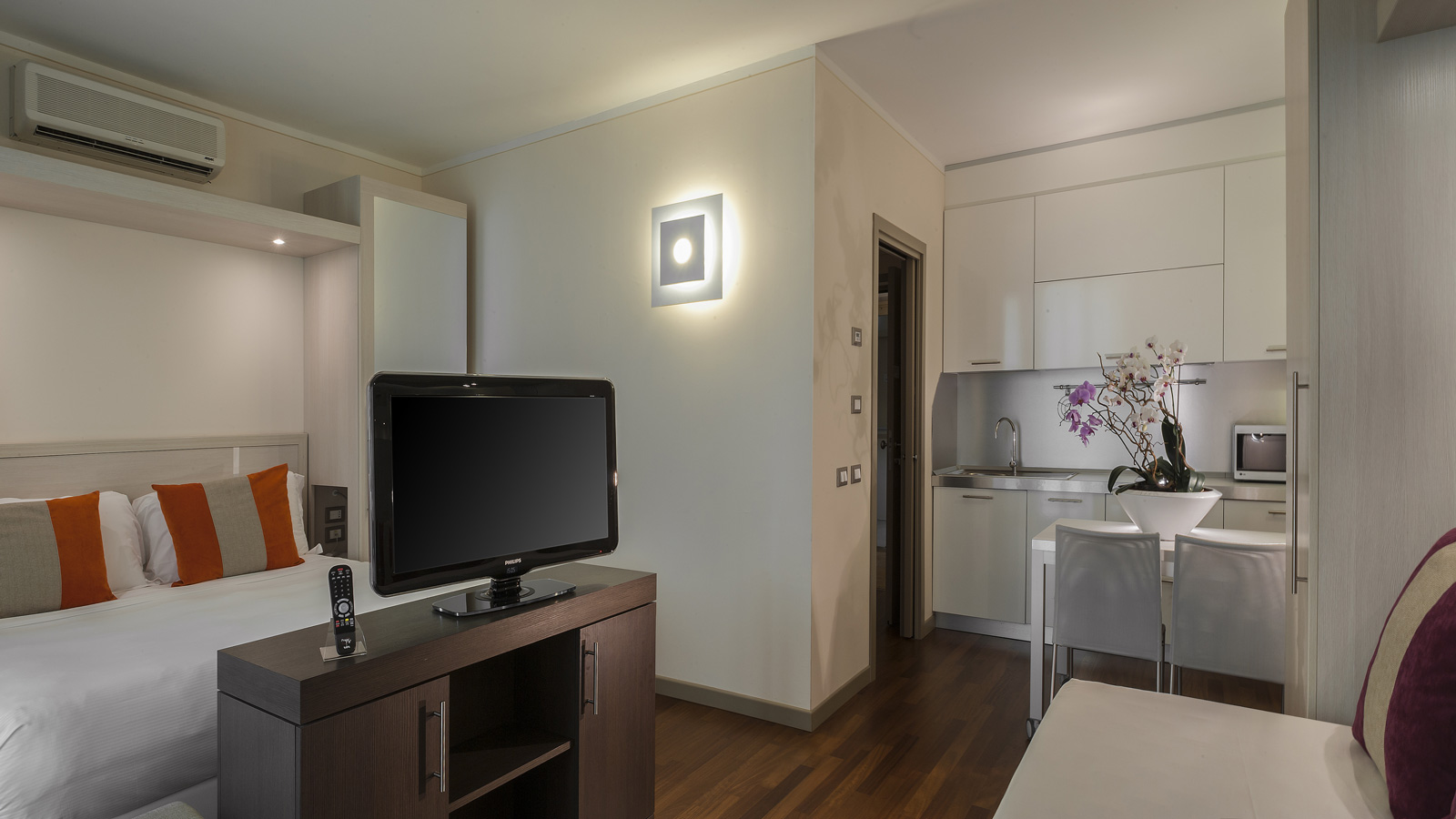 Choose The Comfortable Studio Apartment Of Hotel Ramada Plaza In Milan