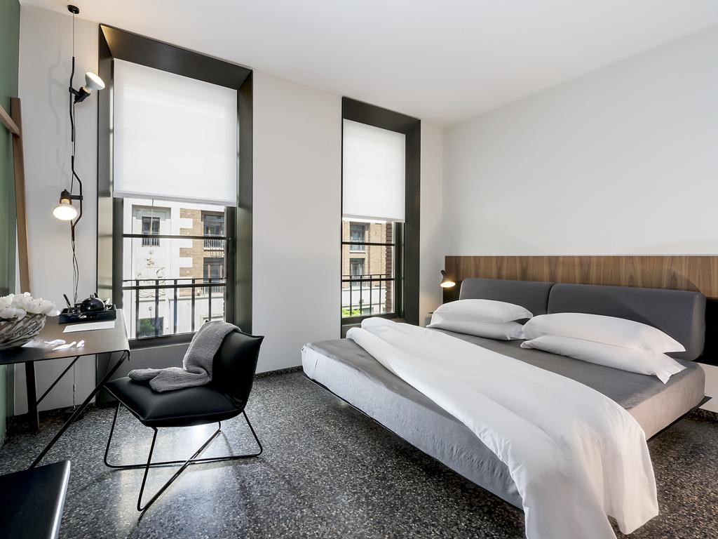 Camere hotel 4 stelle di design roma royal bissolati for Camere hotel design