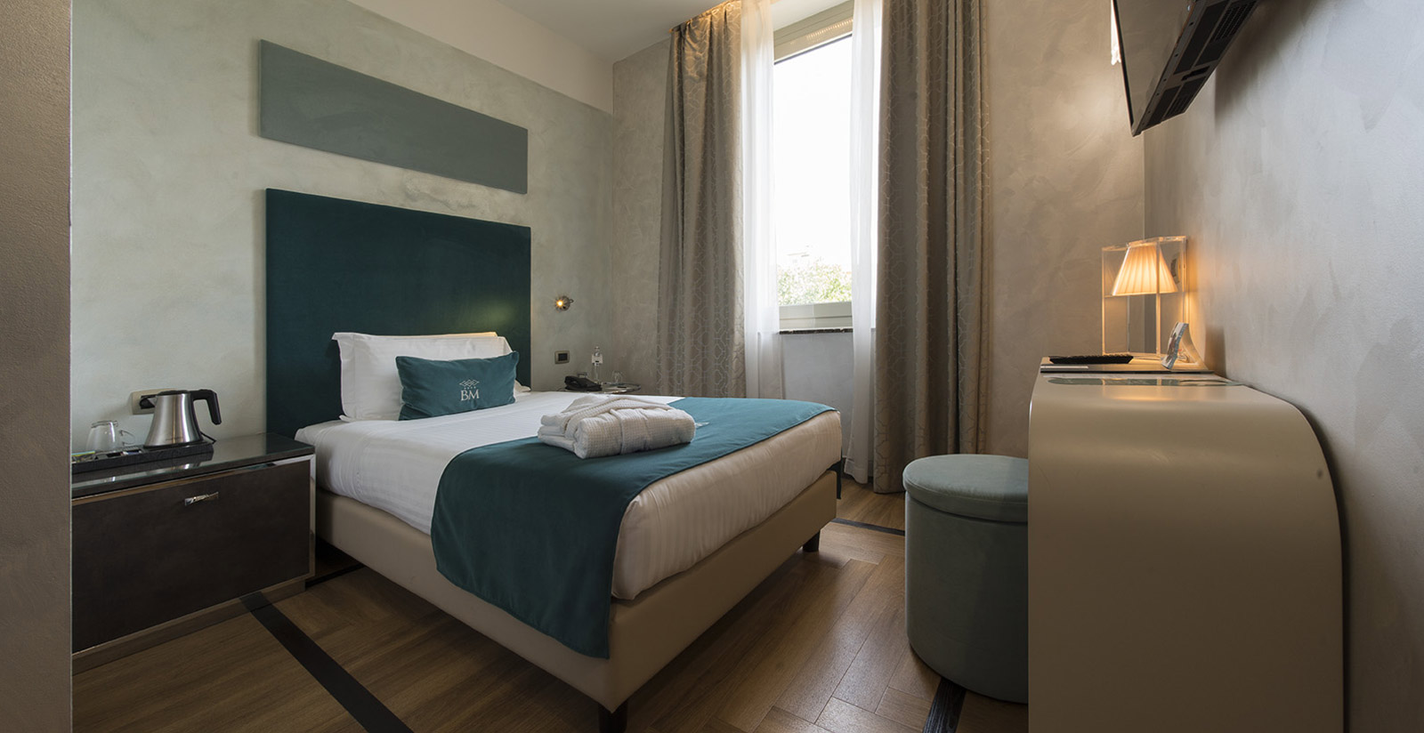 Choose A Cozy Queen Size Room At Biancamaria Palace Hotel In Milan