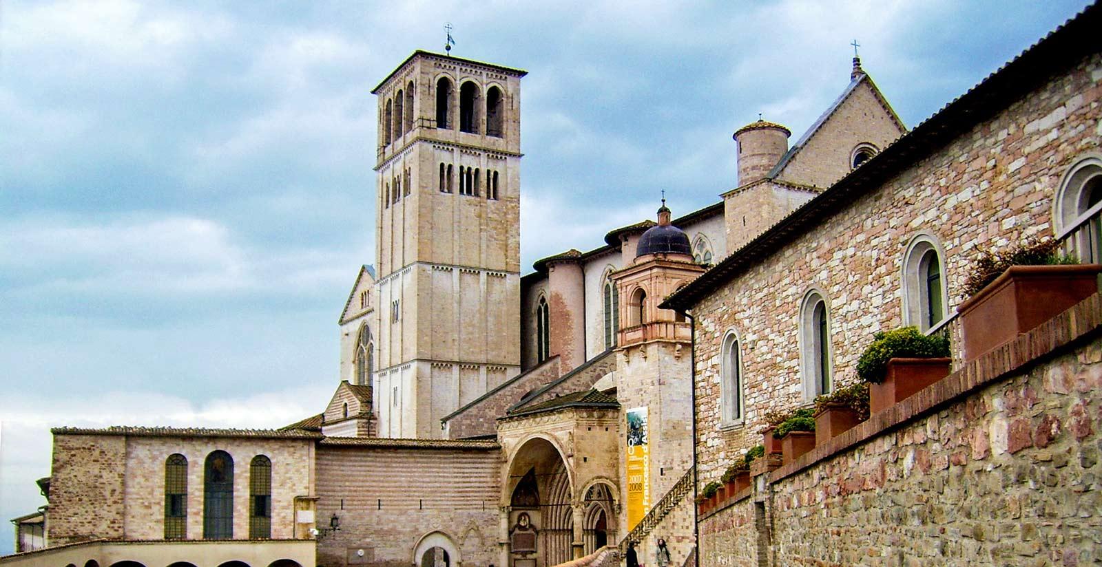 Visita la Città di Assisi durante il tuo soggiorno a Hotel ...
