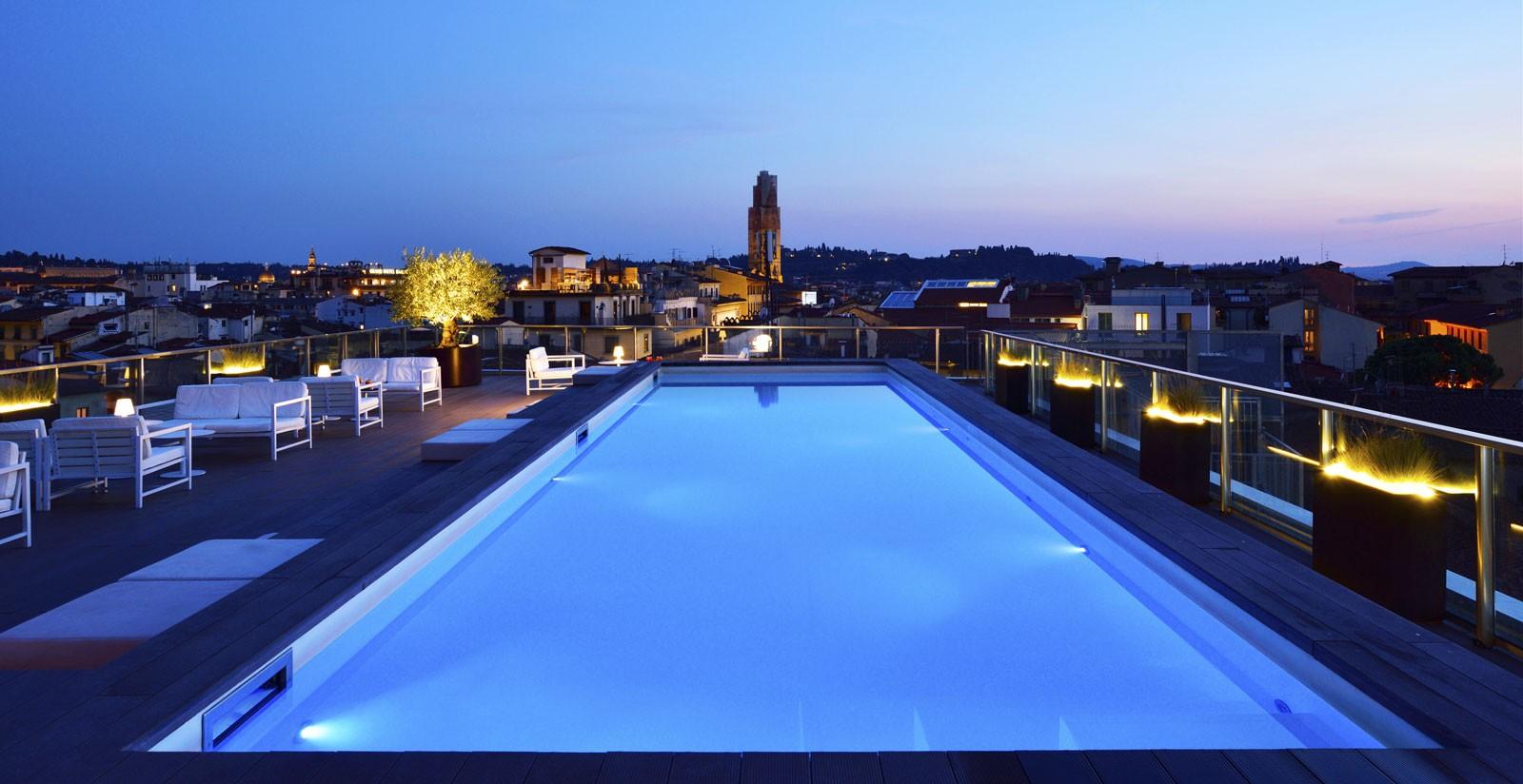 La Piscina Riscaldata Panoramica Di Glance Hotel A Firenze